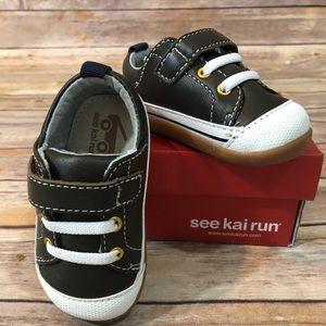 See Kai Run size 5 brown sneakers NIB